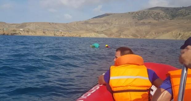 В море близ Судака спасли парашютиста-кайтсерфера