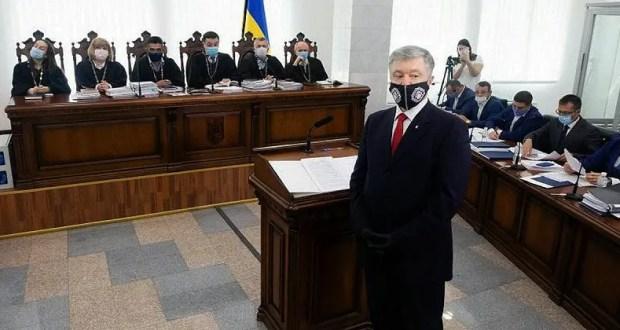 Порошенко обвинил в суде Януковича, дескать, именно тот Крым «про…терял»