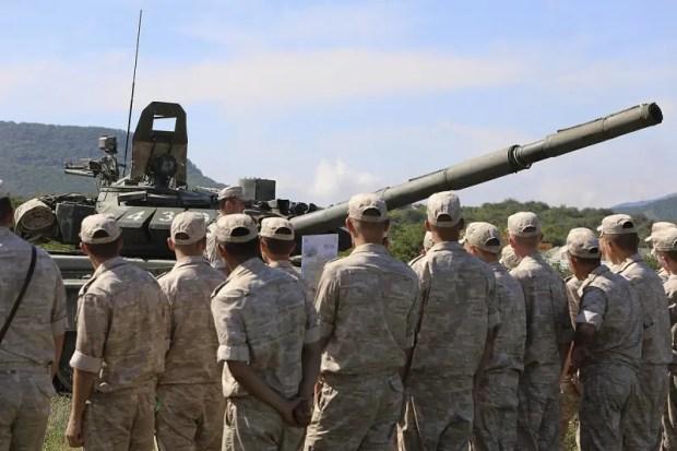 Молодое пополнение армейского корпуса Черноморского флота прошло «обкатку танками»
