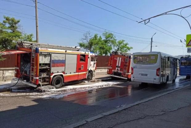 В центре Севастополя загорелся экскаватор