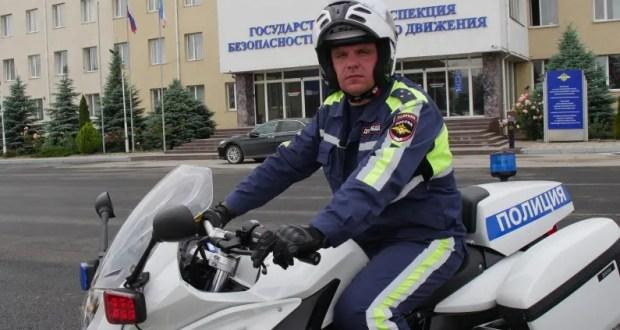 В Симферополе инспектор ГИБДД на мотоцикле оказал помощь в сопровождении роженицы в роддом