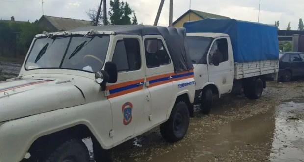 Сотрудники МЧС Крыма продолжают спасать село Первомайское от затопления