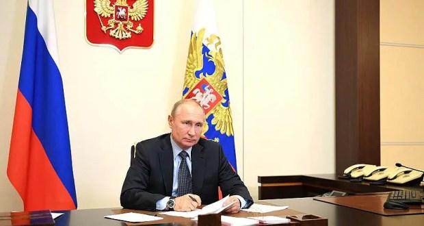 Президент России поручил повысить пособие по безработице