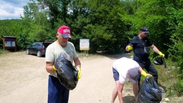 Актив «Добровольца», общественники Орлиновского МО, сельчане сообща убрали свалку на берегу озера