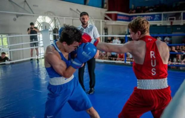 В честь Дня ВМФ боксерский клуб «Фиолент» провел матчевую встречу среди спортсменов ЮФО