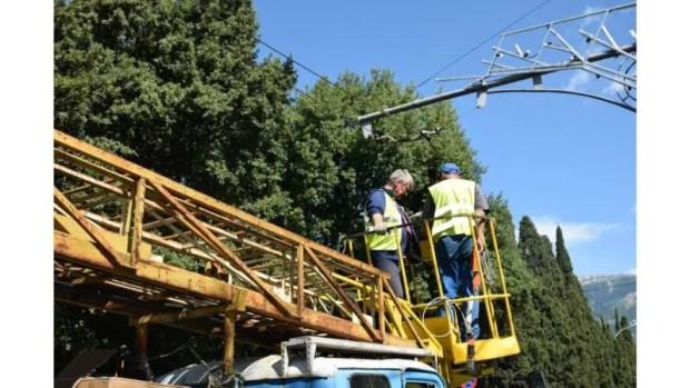 В Ялте меняют уличное освещение