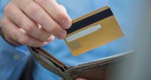 В Алуште пляжный вор «погорел», расплачиваясь украденной банковской картой