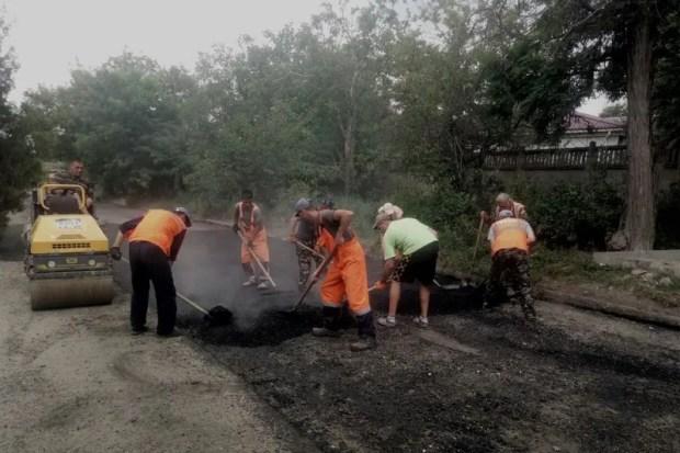 Где в Симферополе работают дорожники, какие улицы ожидает ямочный ремонт