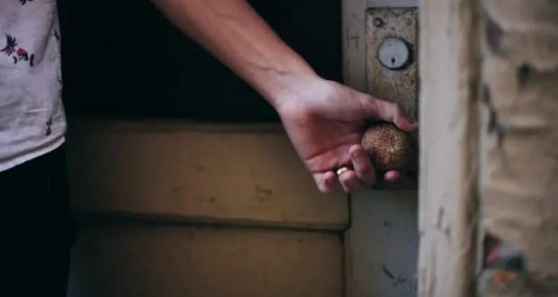 Если дверь открыта, то в неё рано или поздно, но кто-то войдёт. Происшествие в Ялте