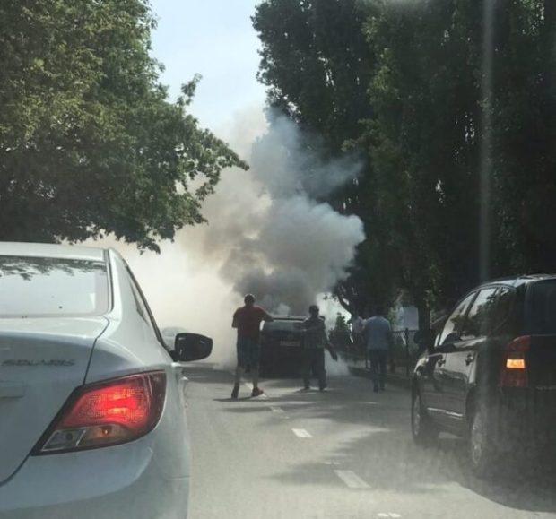 ДТП в Симферополе привело к пожару - загорелся автомобиль