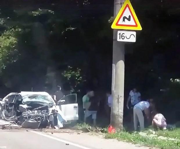 Смертельное ДТП на Ялтинской трассе: иномарка врезалась в столб