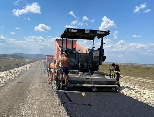 В Крыму начали асфальтировать дорогу на гору Клементьева