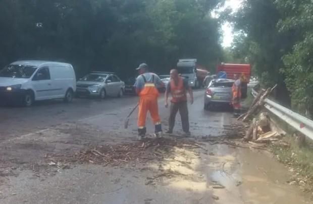 Ливень затопил частные дома и подворья в Симферопольском районе