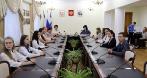 В Симферополе наградили выпускников, набравших100 баллов за ЕГЭ