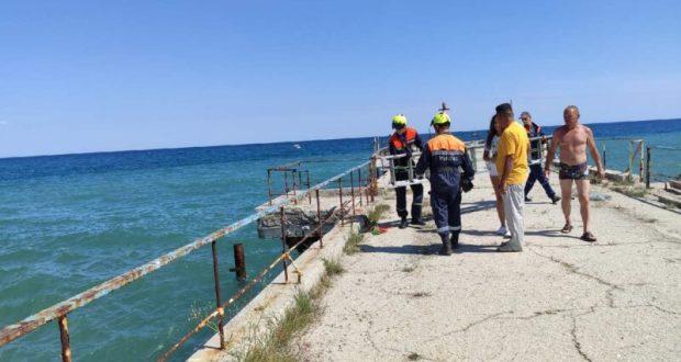 В Алуште очевидец спас тонувшего мужчину