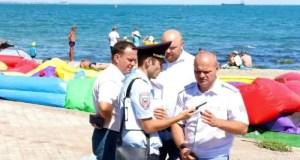 Специалисты минкурортов РК провели рейд по пляжам Феодосии. Заодно осмотрели набережную