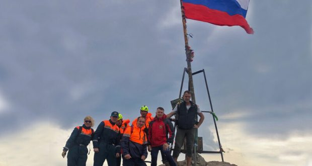 В День Государственного флага РФ «КРЫМ-СПАС» традиционно поднимет триколор на вершине Ай-Петри