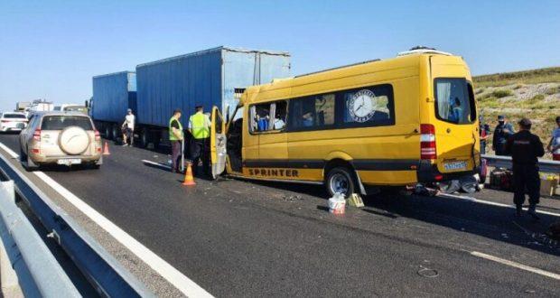 Состояние двух человек, пострадавших в ДТП с микроавтобусом на трассе «Таврида», крайне тяжелое