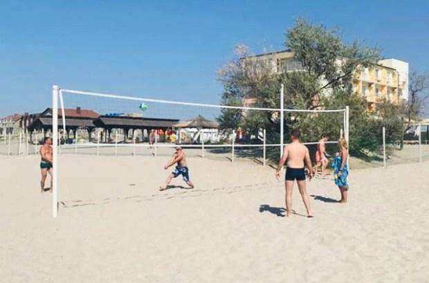 На песчаных пляжах в Сакском районе сейчас хорошо… Минкурортов Крыма подтверждает