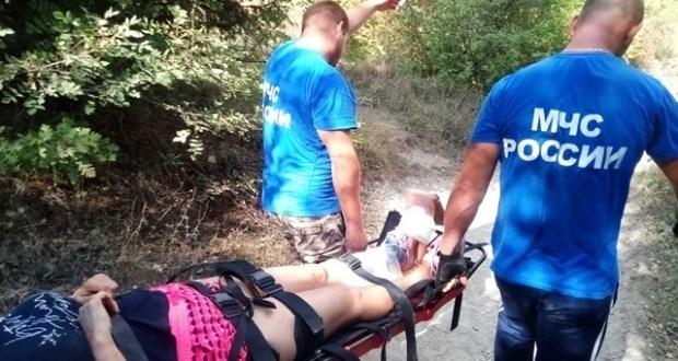 Крымские спасатели эвакуировали туристов, получивших травмы при спуске с Мангуп-Кале