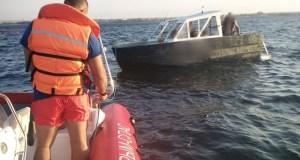Спасательная операция в бухте Узкая - в море унесло лодку с людьми