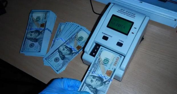Дама сдавала в багаж… незадекларированные доллары. Случай на Крымской таможне