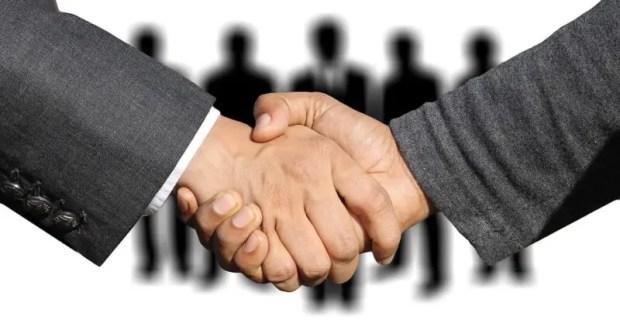 """Аутсорсинг: почему кадровое делопроизводство и бухучёт стоит доверить профессионалам """"со стороны"""""""