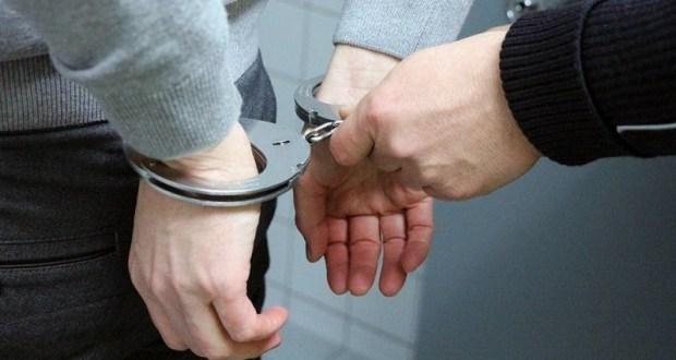 В Алуште полицейские задержали подозреваемого в грабеже, совершенном на набережной