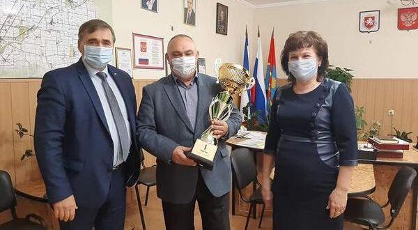 В Крыму награды получил лидер уборочной кампании-2020