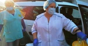 Мобильная бригада медиков провела вакцинацию в более 60 трудовых коллективах в Феодосии
