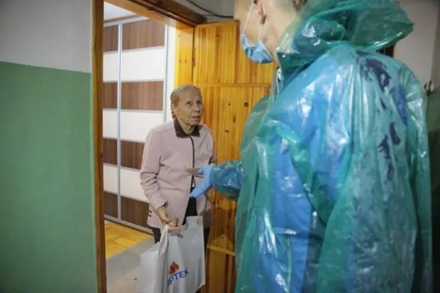 1 октября волонтеры «Артека» поздравили ветеранов с Днем пожилого человека