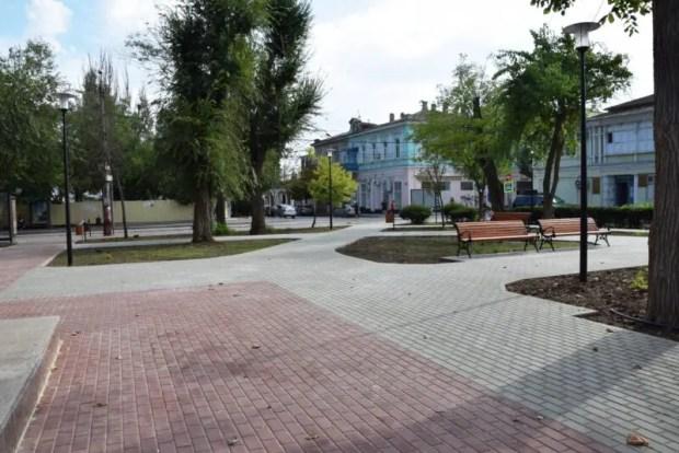 В Евпатории благоустраивают скверы