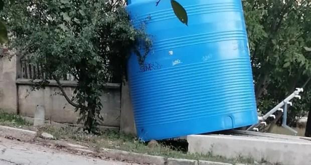 В Симферополе баки для воды, установленные в микрорайонах, заполняются «по заявкам»