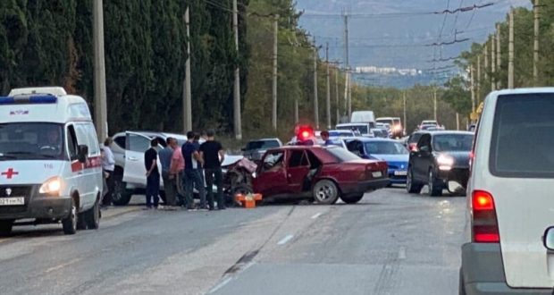 Серьезное ДТП на трассе «Симферополь – Ялта» стало причинной часового затора в районе Алушты