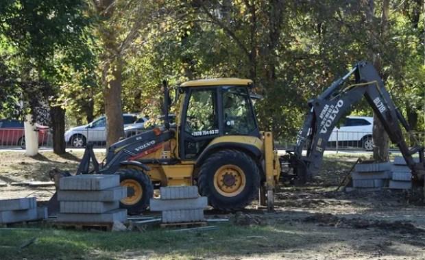 Ремонтные работы в сквере у Дворца культуры профсоюзов в Симферополе нужно ускорить