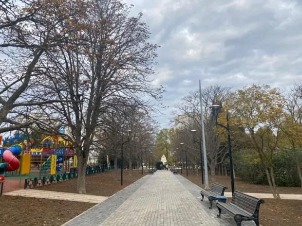 Благоустройство сквера Севастопольских курсантов обещают завершить к концу ноября
