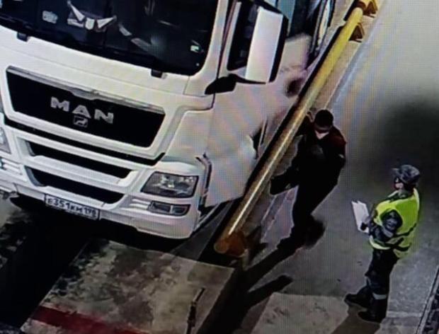 У дальнобойщика не получилось провезти ППШ в Крым