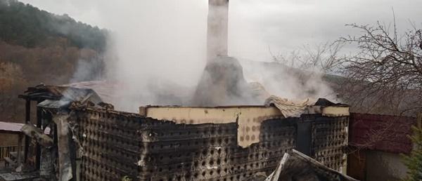 В крымском селе Счастливое – несчастье: сгорел дом