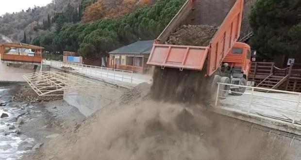 Команда Поклонской обнаружила странную «подсыпку пляжа» в Малом Маяке, под Алуштой