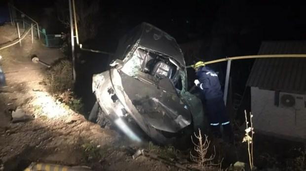 Ночное ДТП в Судаке: иномарка повисла на газовой трубе