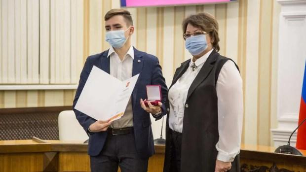 В правительстве подсчитали волонтеров Крыма. Получился целый город
