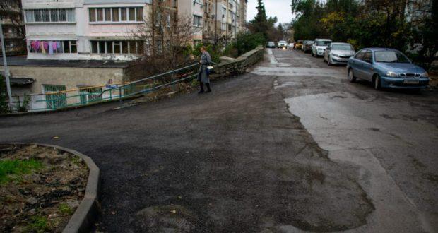 Власти Ялты настаивают, чтобы подрядчик переделал асфальтирование улиц Украинской и Грибоедова