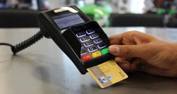 Керчанину, расплатившемуся за товары чужой банковской картой, грозит уголовная ответственность