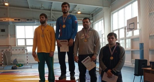 У сборной Крыма - три медали чемпионата ЮФО по греко-римской борьбе