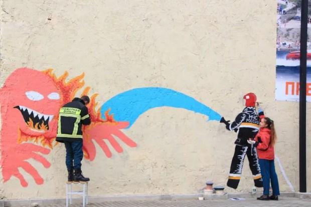 В крымских городах появились граффити на тему… МЧС России