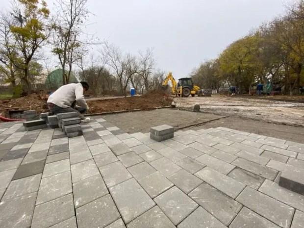 В Евпатории заканчиваются работы по благоустройству детского Мойнакского парка