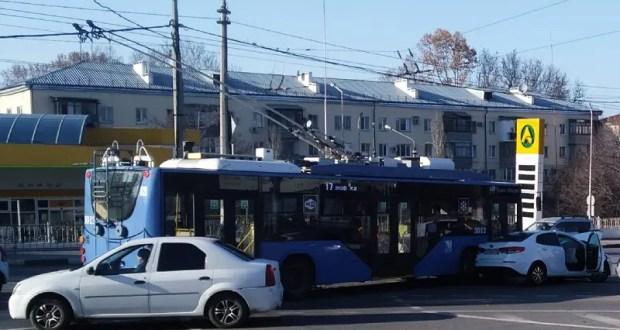 ДТП с троллейбусом в Севастополе: двое пострадавших