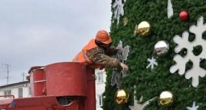 В Симферополе демонтируют праздничные инсталляции