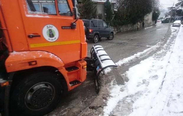 В Большой Ялте снегопад «зацепил» Гаспру, Кореиз и Алупку