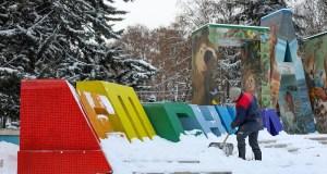 В Симферополе продолжается борьба с последствиями непогоды